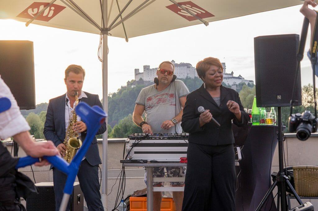 Jazz-Band, Blick auf Festung, Sonnenuntergang