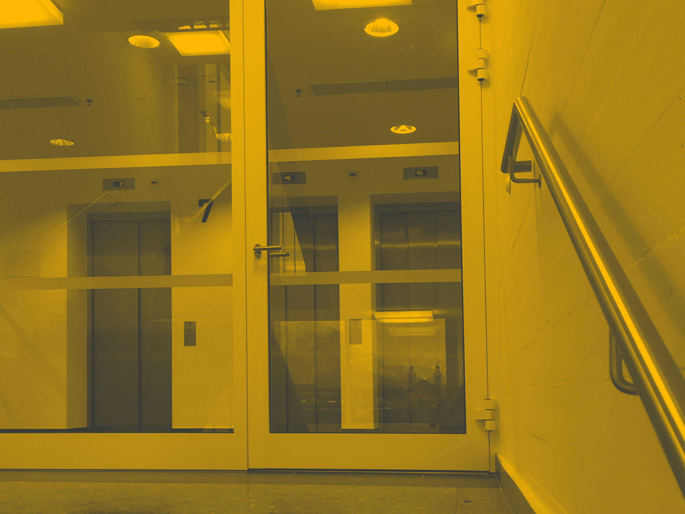 Blick auf Aufzüge im 7 Stock