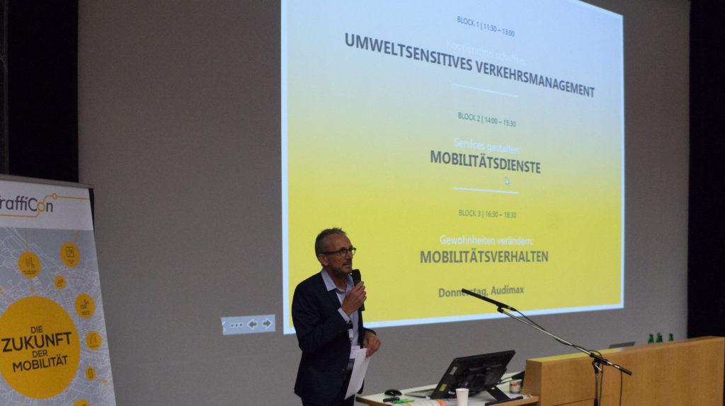 Stefan Krampe moderiert durch das Spezialforum