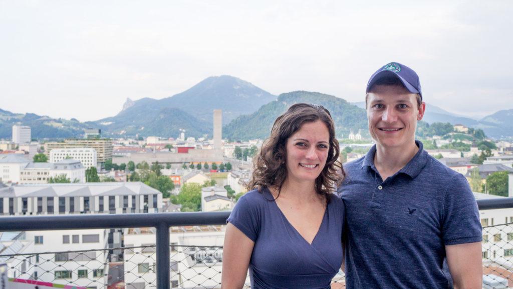 Markus Schober und Partnerin vor dem Gaisberg